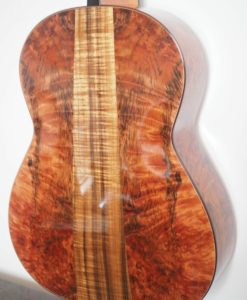 classical concert guitar of the luthier John Price - australie - cedar table and back and sides in myrtle wood, lattice. Powerful sound