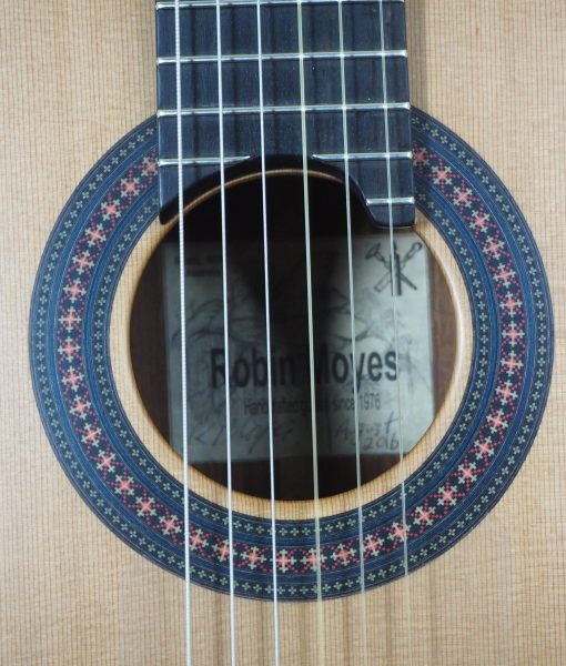 classical guitar luthier Robin Moyes rosace seen from front www;guitar-classical-concert.fr