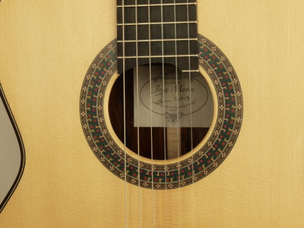 Jesse Moore classical luthier guitarr