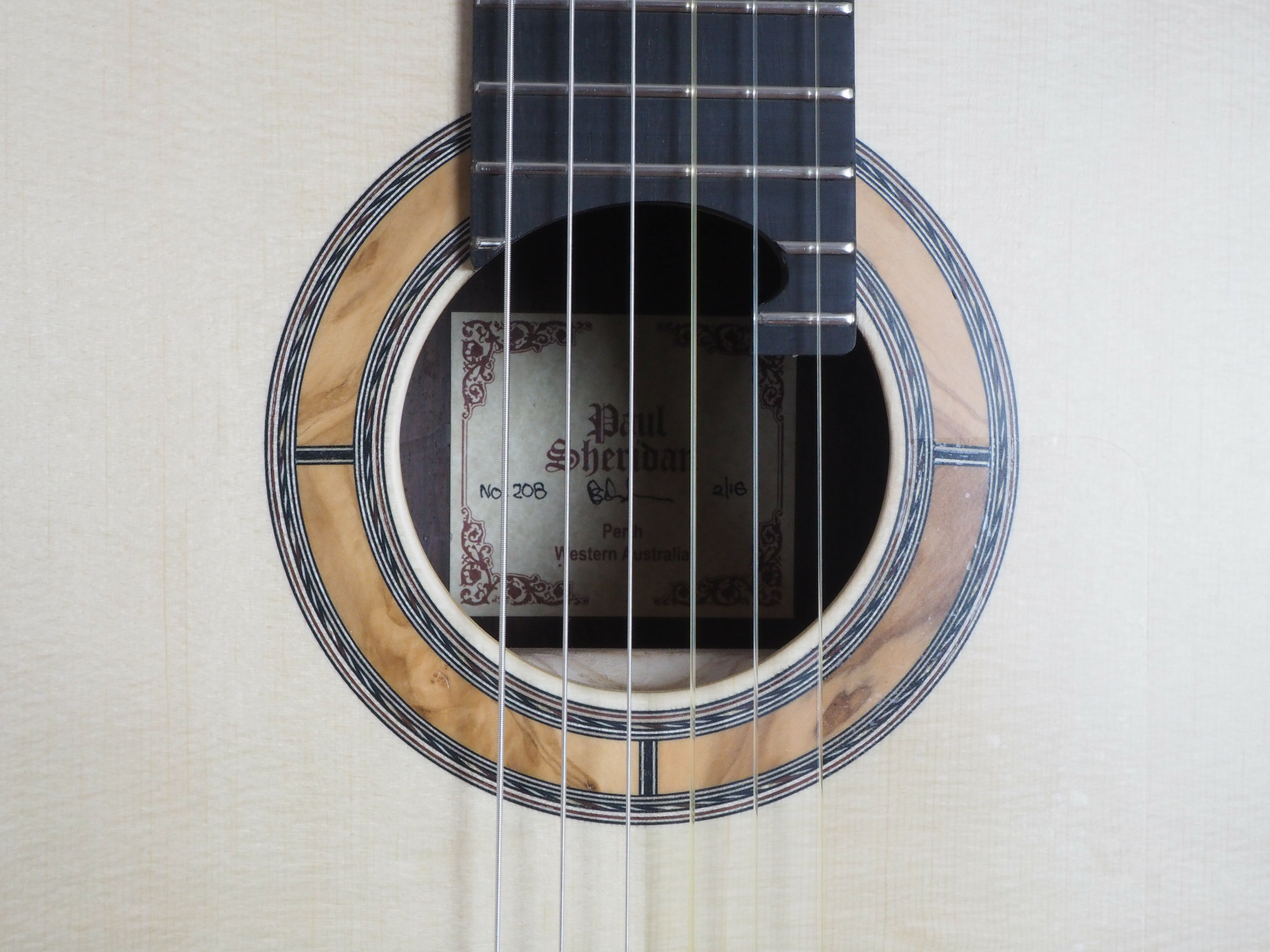 Paul sheridan classical guitar luthier lattice. Availaible on our website www.concert-classic-guitar.com