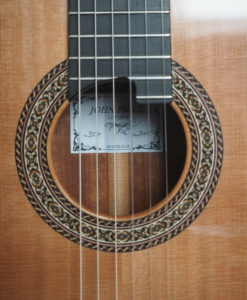 classical concert guitar of the luthier John Price - Australie - Table in cedar and back and sides in South American rosewood, lattice. Powerful sound